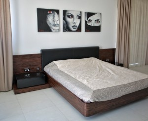 Bedroom in Ebony Veneer and Black Gloss Lacquer
