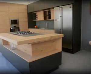 Kitchen in Oak Veneer and Grey Matt Lacquer